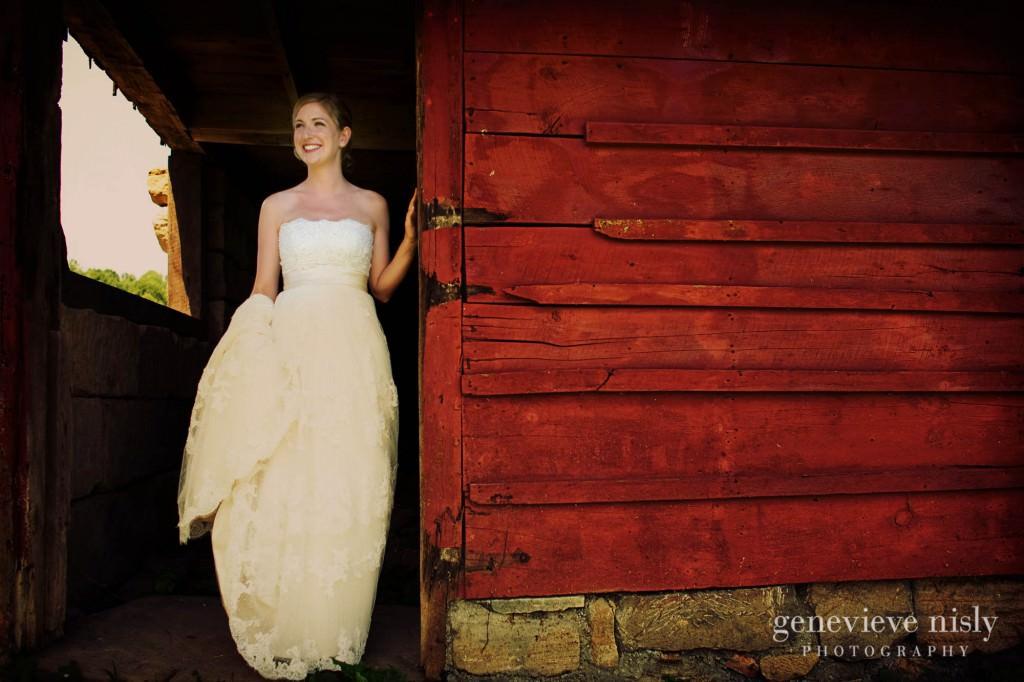Akron, Conrad Botzum Farmstead, Copyright Genevieve Nisly Photography, Ohio, Summer, Wedding