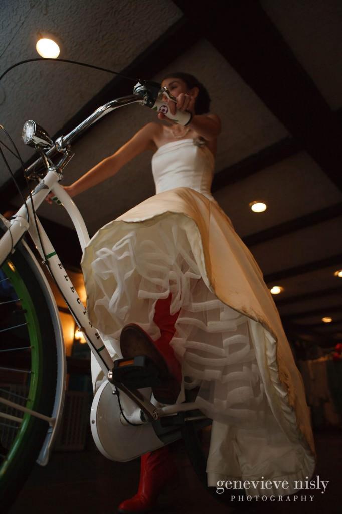 Cleveland, Club at Hillbrook, Copyright Genevieve Nisly Photography, Fall, Ohio, Wedding