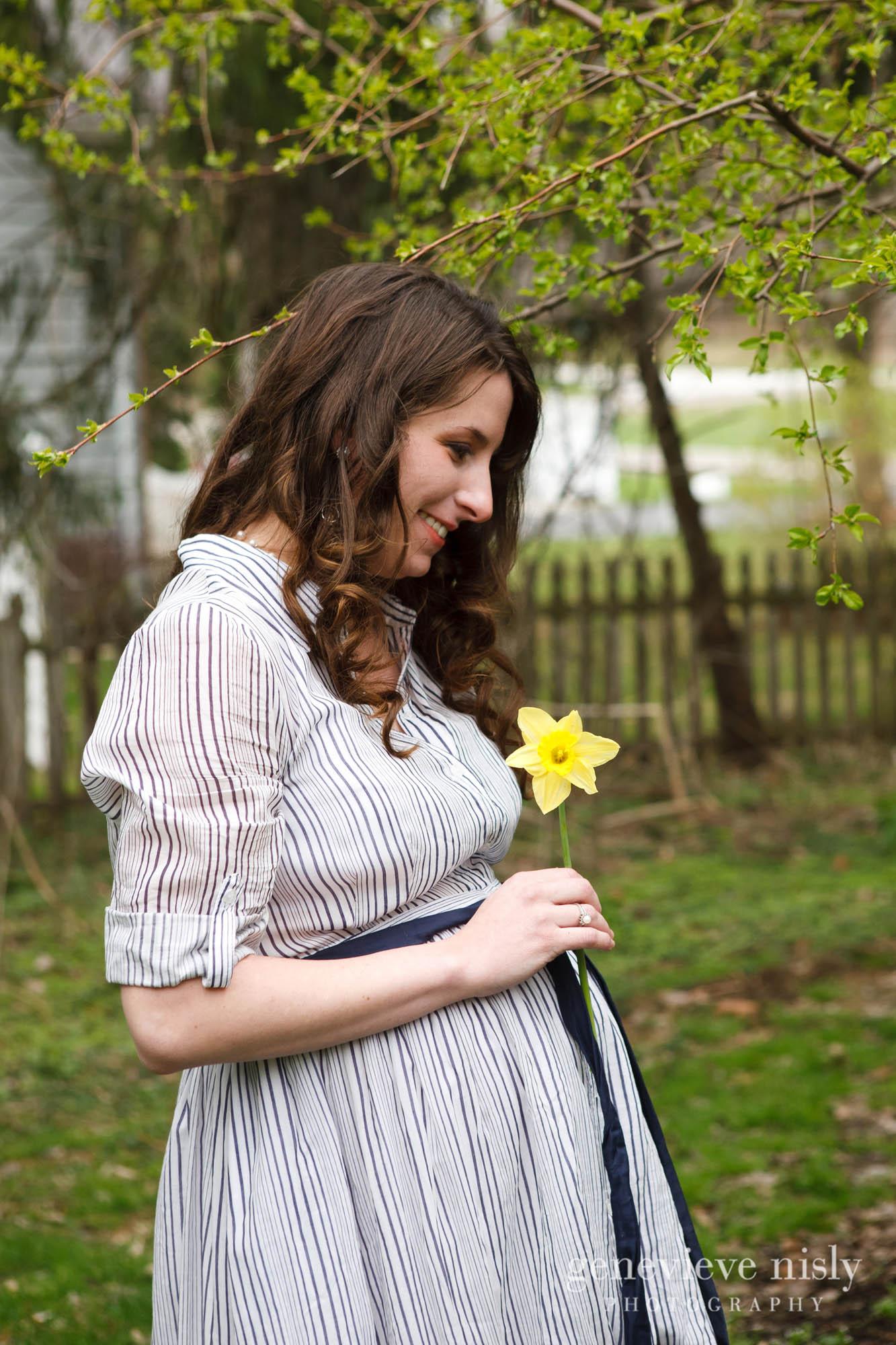 caitlin-001-canton-maternity-portrait-photographer-genevieve-nisly-photography