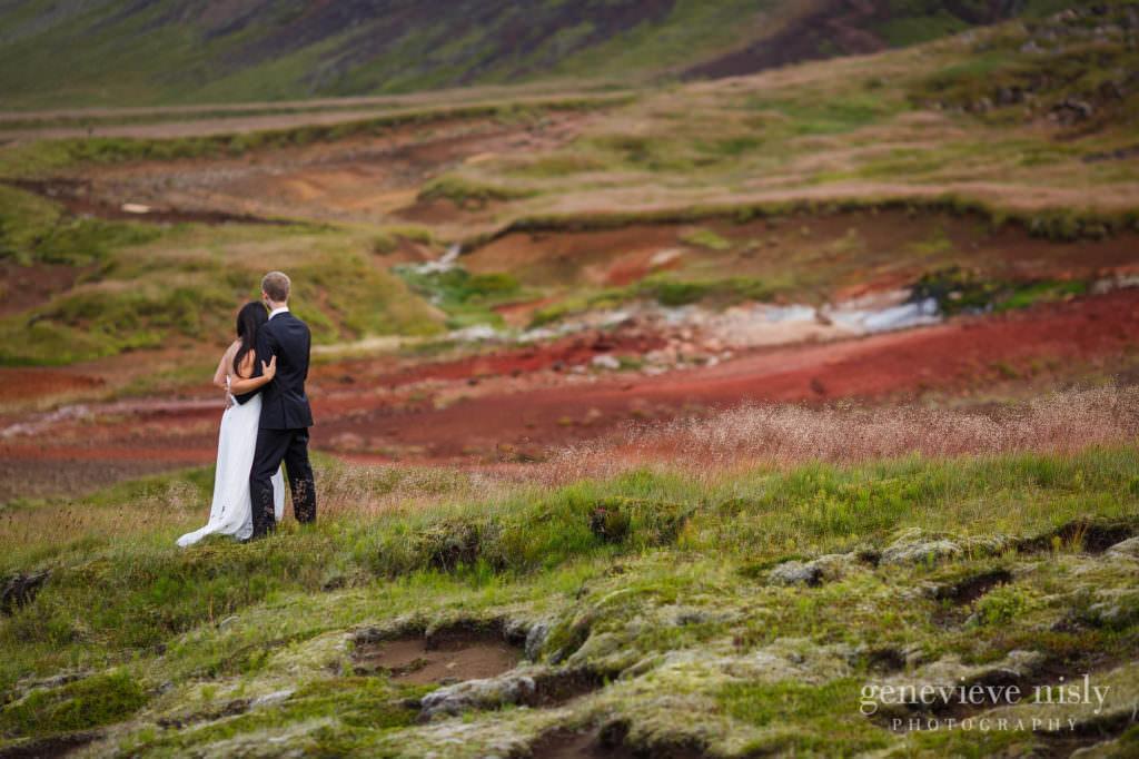kathy-david-018-iceland-reykjanesfolkvangur-destination-wedding-photographer-genevieve-nisly-photography