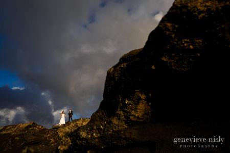 kathy-david-024-iceland-reykjanesfolkvangur-destination-wedding-photographer-genevieve-nisly-photography