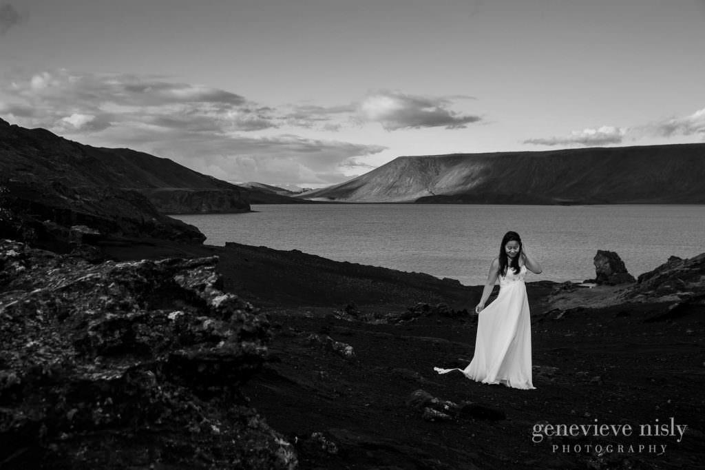 kathy-david-027-iceland-reykjanesfolkvangur-destination-wedding-photographer-genevieve-nisly-photography
