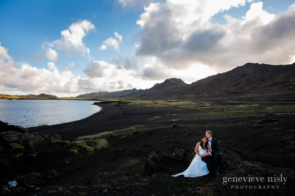 kathy-david-028-iceland-reykjanesfolkvangur-destination-wedding-photographer-genevieve-nisly-photography