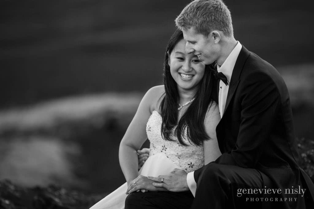 kathy-david-029-iceland-reykjanesfolkvangur-destination-wedding-photographer-genevieve-nisly-photography