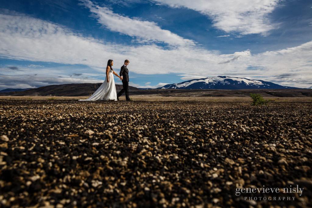 kathy-david-034-iceland-landmannalaugar-destination-wedding-photographer-genevieve-nisly-photography