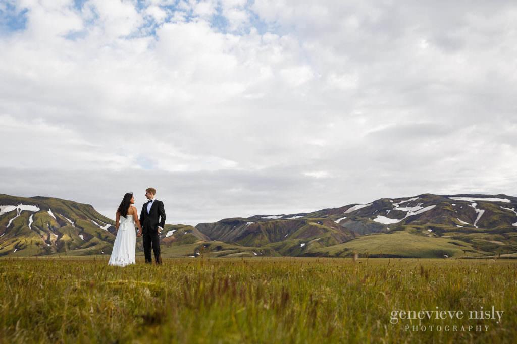 kathy-david-038-iceland-landmannalaugar-destination-wedding-photographer-genevieve-nisly-photography