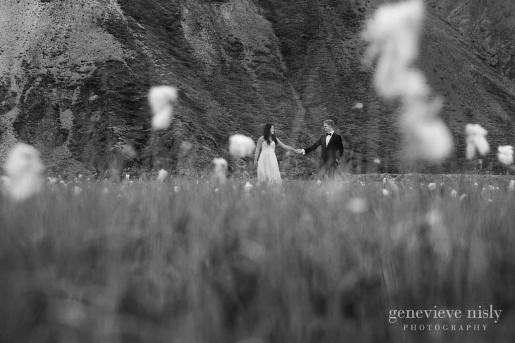 kathy-david-042-iceland-landmannalaugar-destination-wedding-photographer-genevieve-nisly-photography
