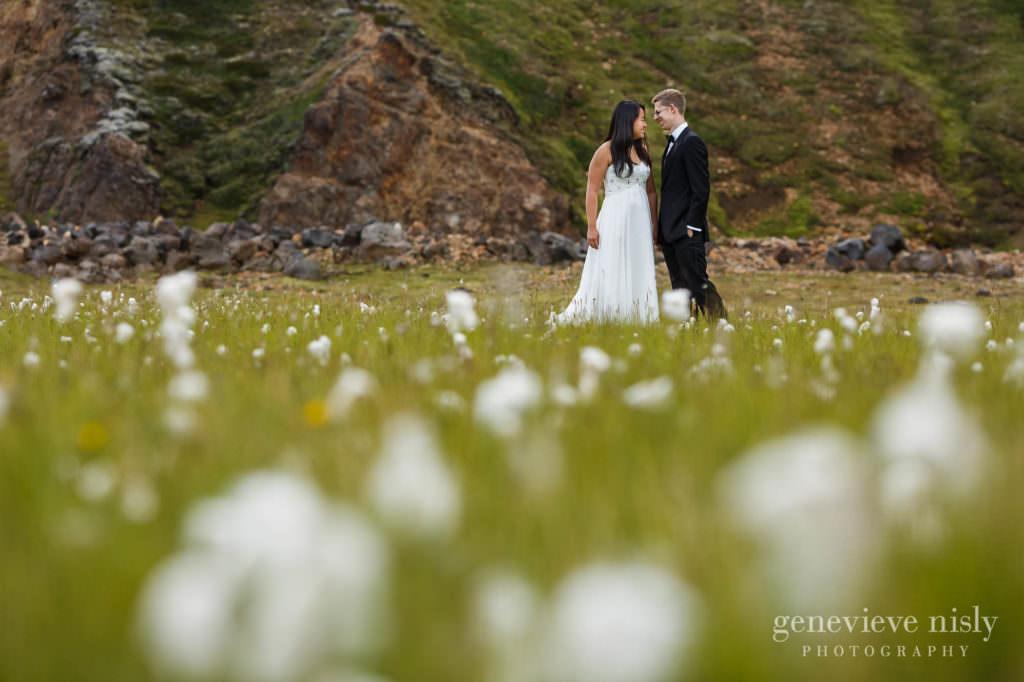 kathy-david-043-iceland-landmannalaugar-destination-wedding-photographer-genevieve-nisly-photography