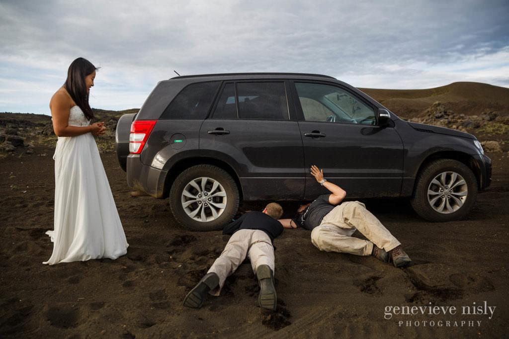 kathy-david-045-iceland-landmannalaugar-destination-wedding-photographer-genevieve-nisly-photography