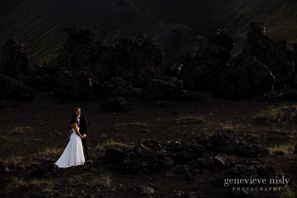 kathy-david-049-iceland-landmannalaugar-destination-wedding-photographer-genevieve-nisly-photography