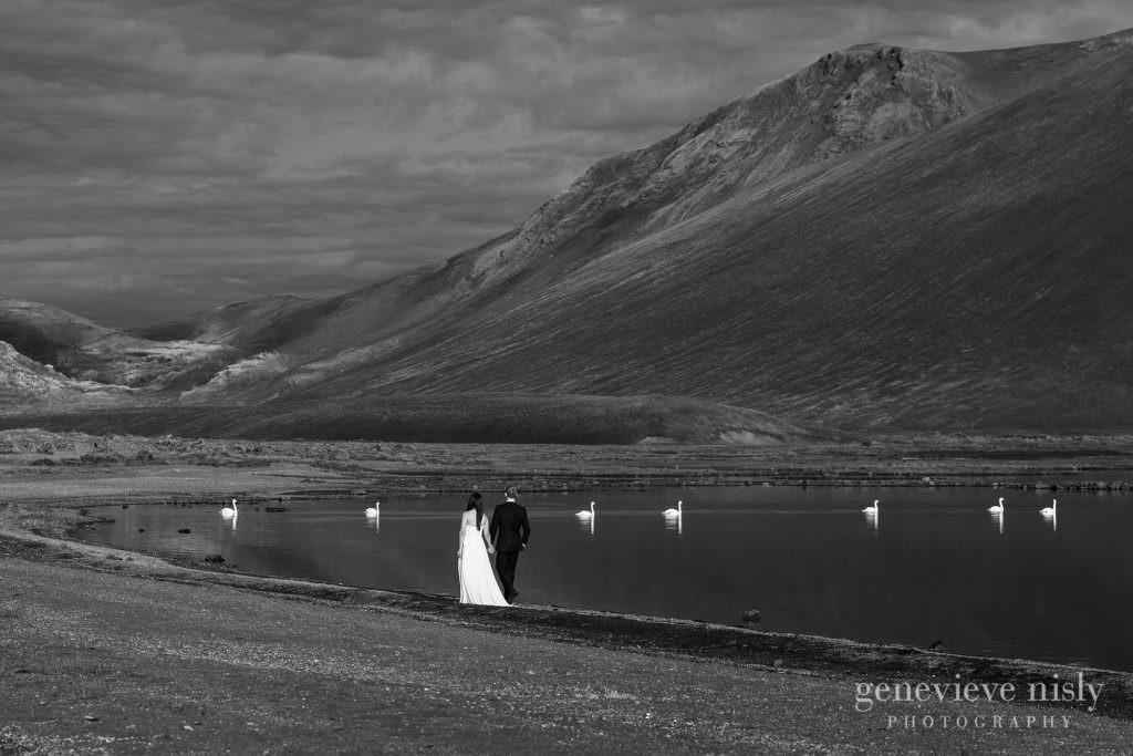 kathy-david-051-iceland-landmannalaugar-destination-wedding-photographer-genevieve-nisly-photography