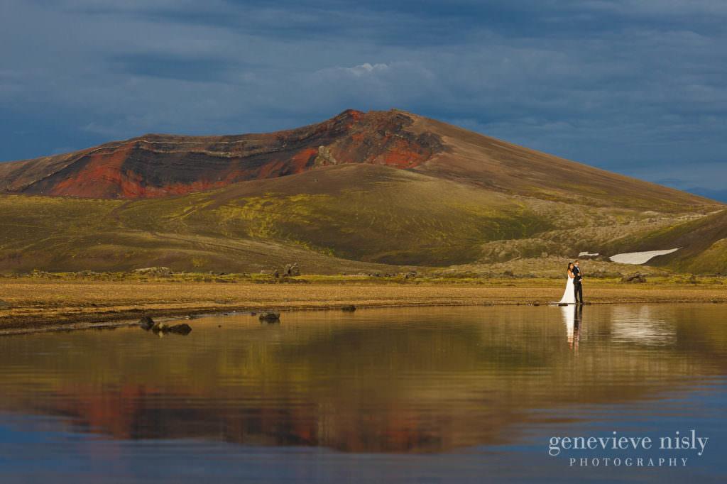 kathy-david-052-iceland-landmannalaugar-destination-wedding-photographer-genevieve-nisly-photography