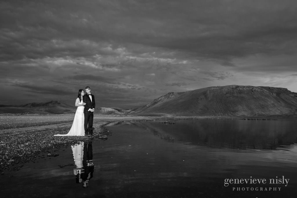 kathy-david-053-iceland-landmannalaugar-destination-wedding-photographer-genevieve-nisly-photography