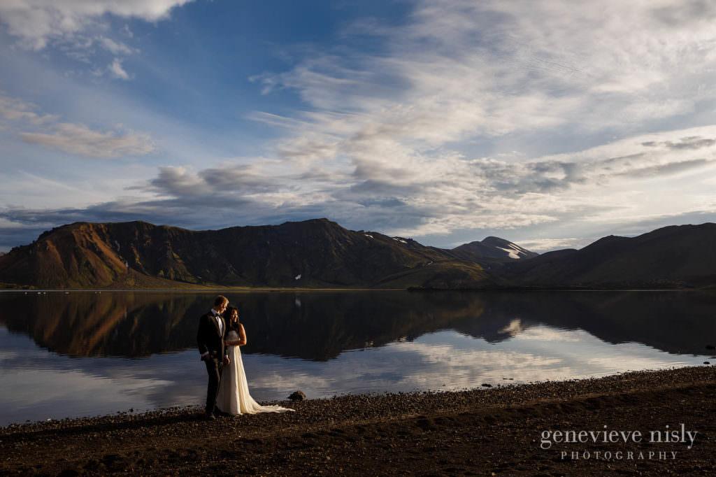 kathy-david-055-iceland-landmannalaugar-destination-wedding-photographer-genevieve-nisly-photography