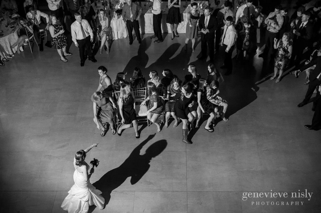 lauren-craig-053-city-hall-rotunda-cleveland-wedding-photographer-genevieve-nisly-photography
