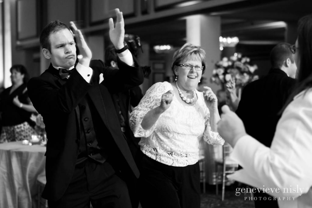 coleman-brianna-039-renaissance-hotel-cleveland-wedding-photographer-genevieve-nisly-photography
