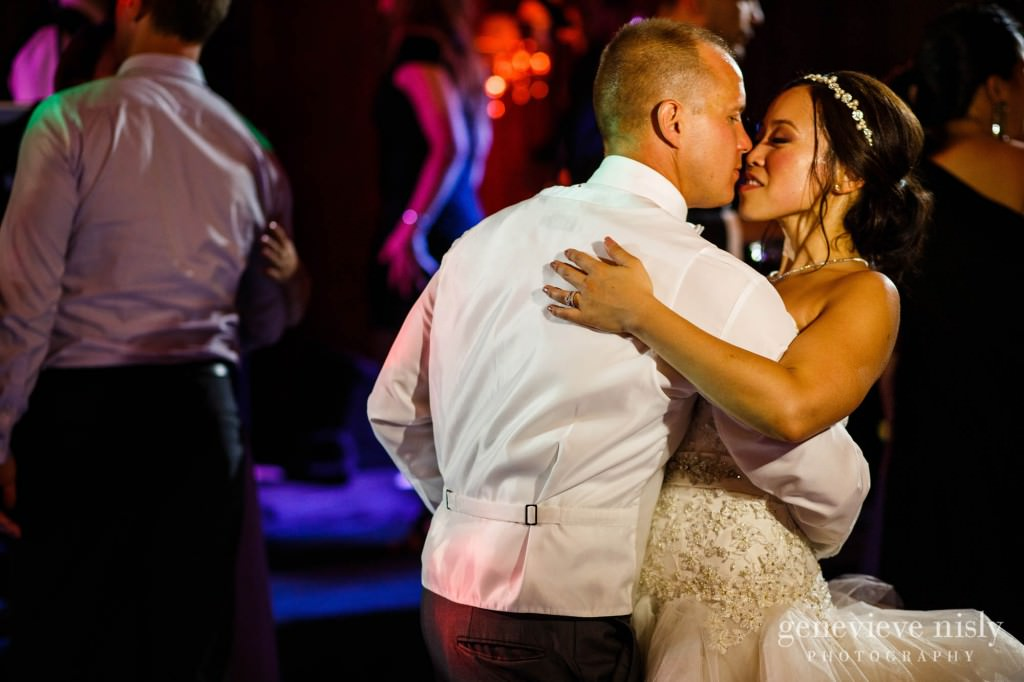 Sharon-Brian-041-Union-Club-cleveland-wedding-photographer-genevievve-nisly-photography
