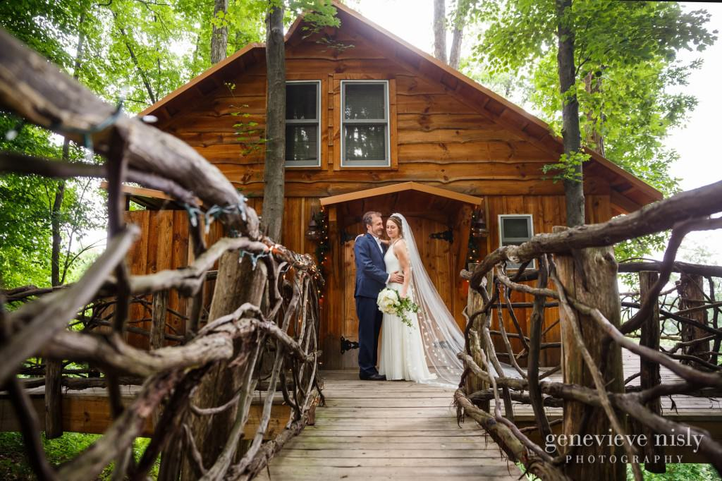 emily-cory-013-grand-barn-mohicans-wedding-photographer-genevieve-nisly-photography