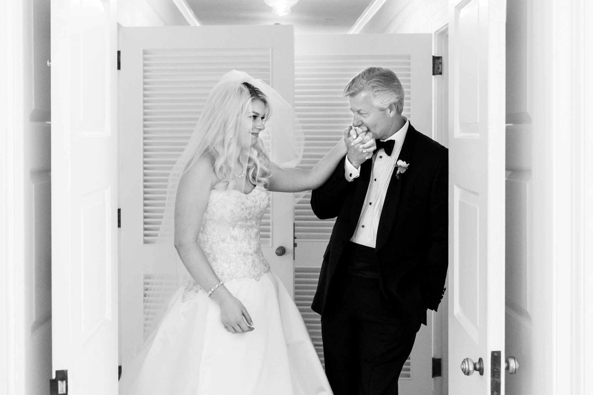 006-country-club-cleveland-wedding-photographer-genevieve-nisly-photography copy