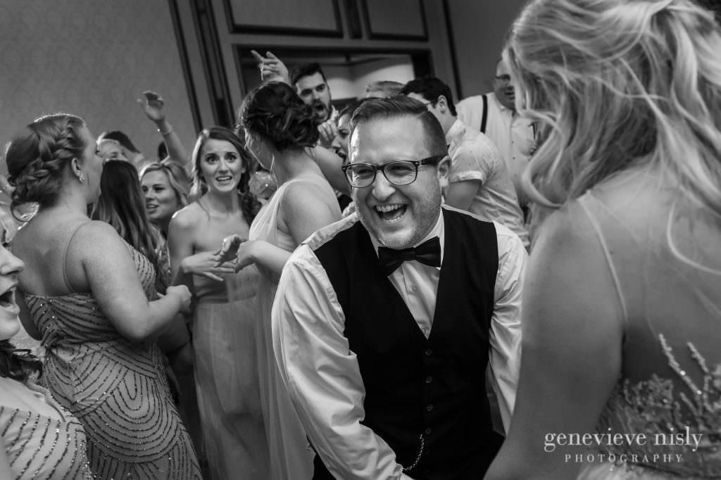 Alyssa-Brian-040-renaissance-hotel-cleveland-wedding-photographer-genevieve-nisly-photography