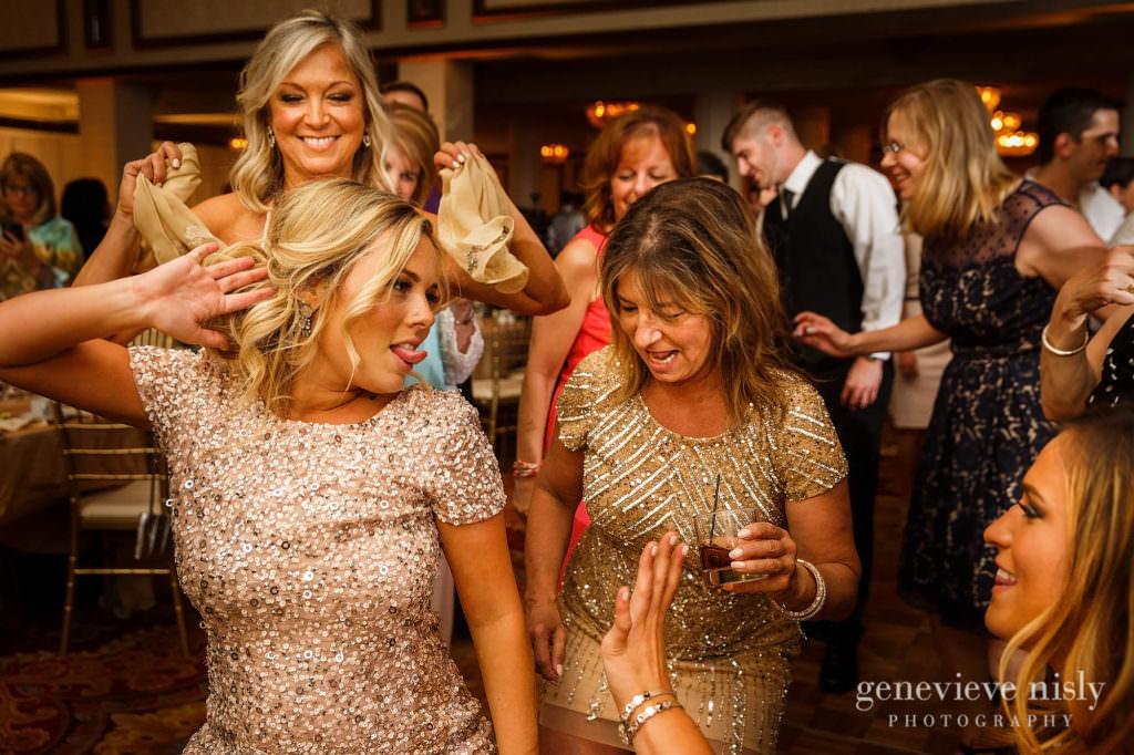 Alyssa-Brian-041-renaissance-hotel-cleveland-wedding-photographer-genevieve-nisly-photography