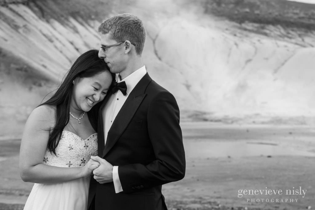 kathy-david-007-iceland-reykjanesfolkvangur-destination-wedding-photographer-genevieve-nisly-photography