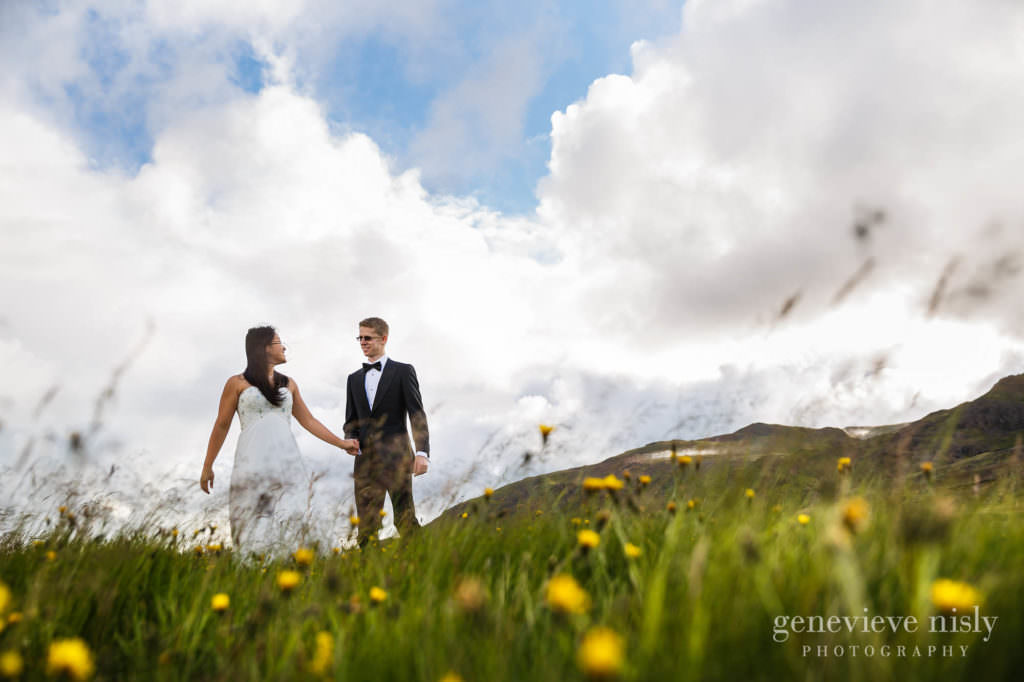 kathy-david-011-iceland-reykjanesfolkvangur-destination-wedding-photographer-genevieve-nisly-photography