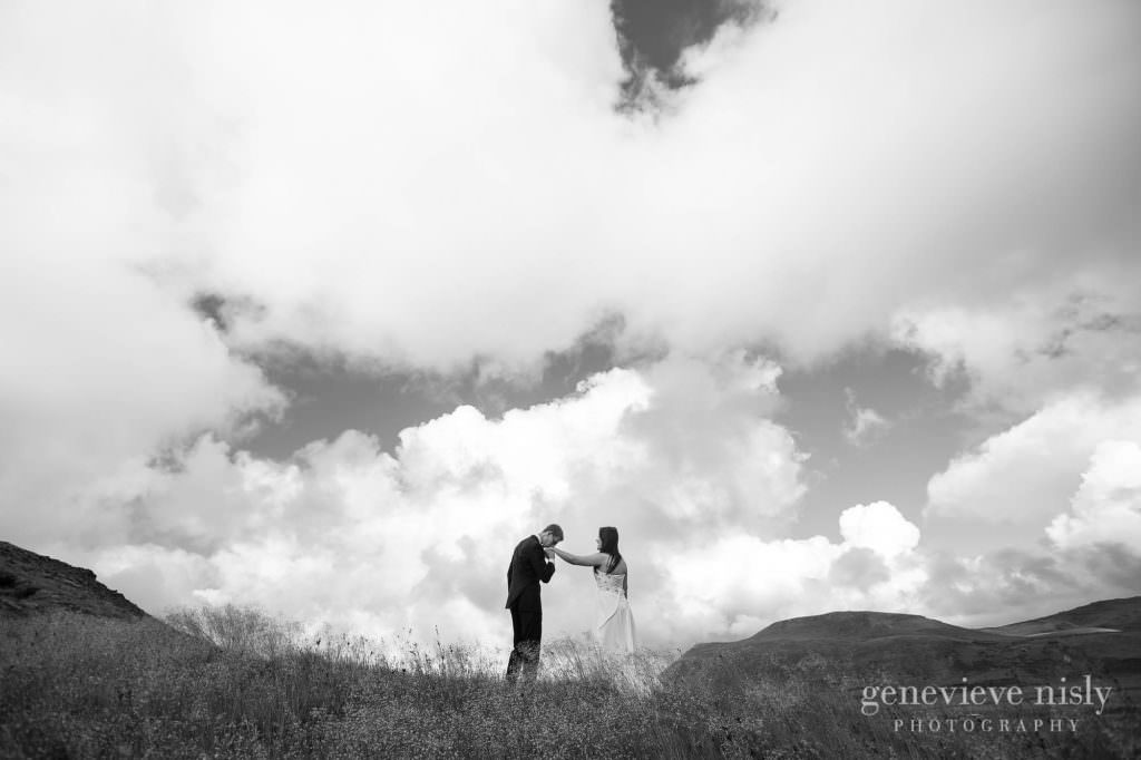 kathy-david-017-iceland-reykjanesfolkvangur-destination-wedding-photographer-genevieve-nisly-photography