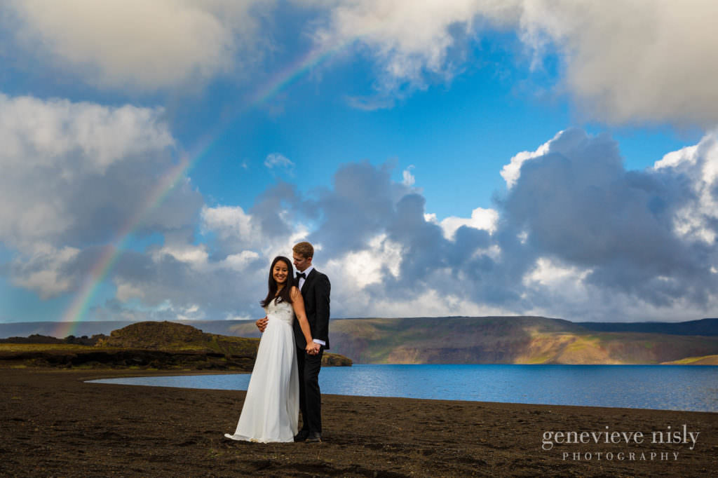 kathy-david-023-iceland-reykjanesfolkvangur-destination-wedding-photographer-genevieve-nisly-photography