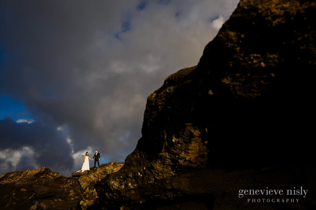 kathy-david-024-iceland-reykjanesfolkvangur-destination-wedding-photographer-genevieve-nisly-photography