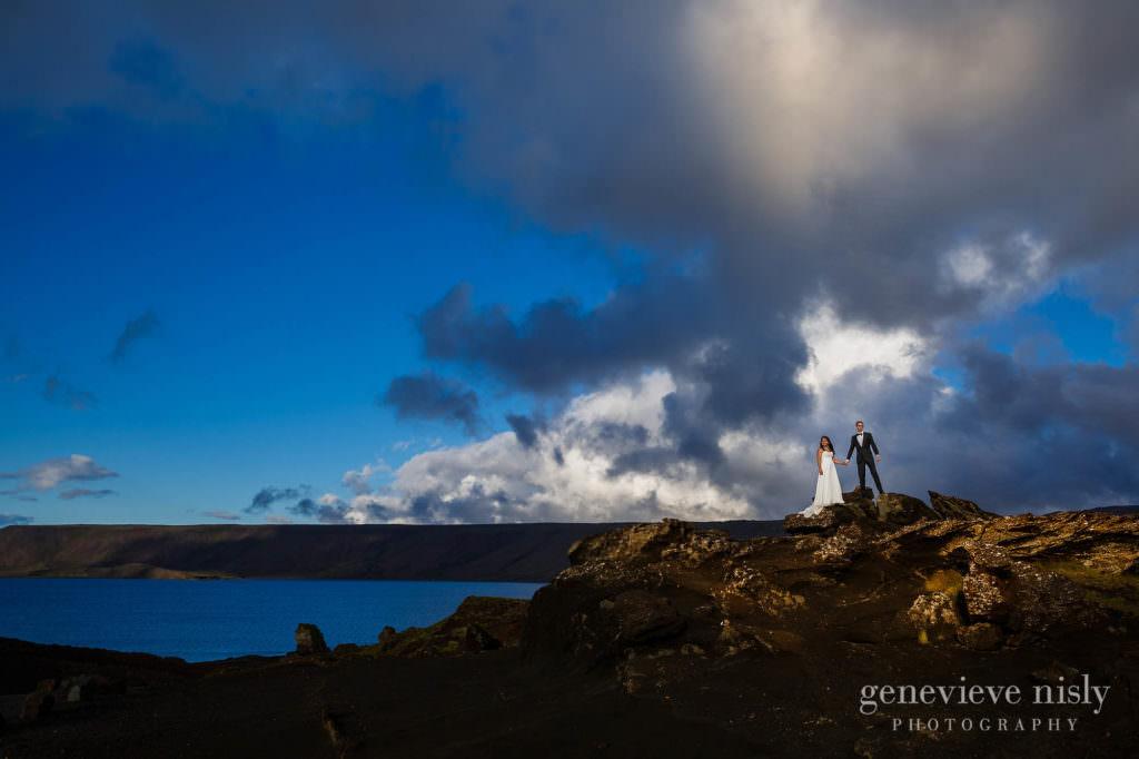 kathy-david-025-iceland-reykjanesfolkvangur-destination-wedding-photographer-genevieve-nisly-photography