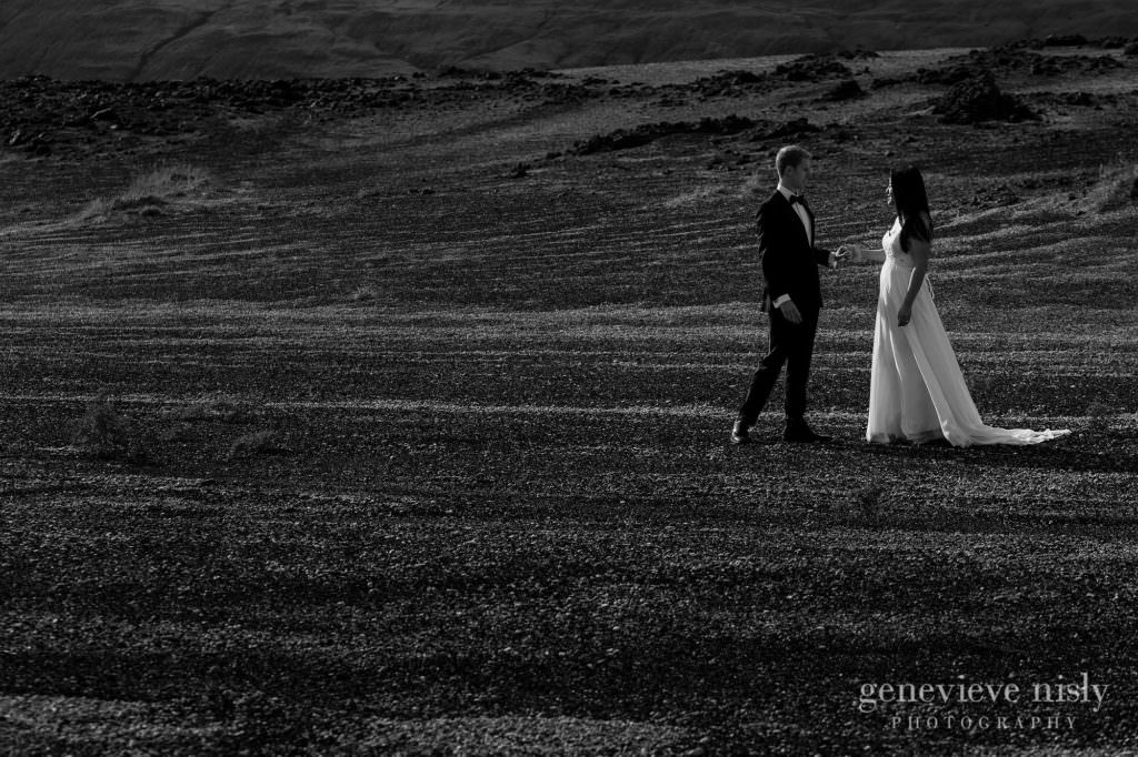 kathy-david-036-iceland-landmannalaugar-destination-wedding-photographer-genevieve-nisly-photography
