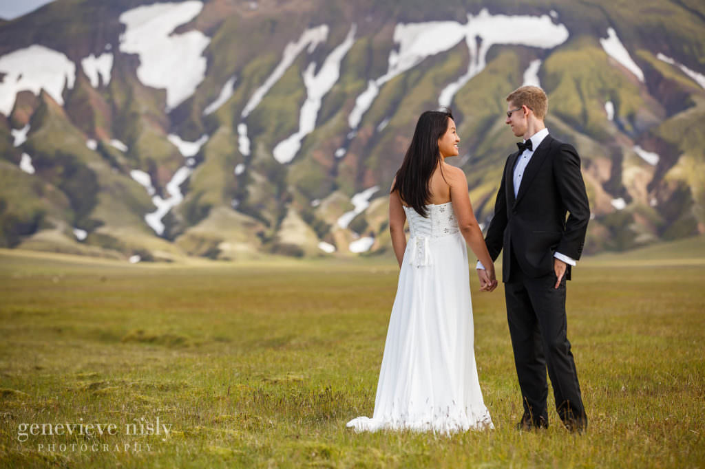 kathy-david-039-iceland-landmannalaugar-destination-wedding-photographer-genevieve-nisly-photography