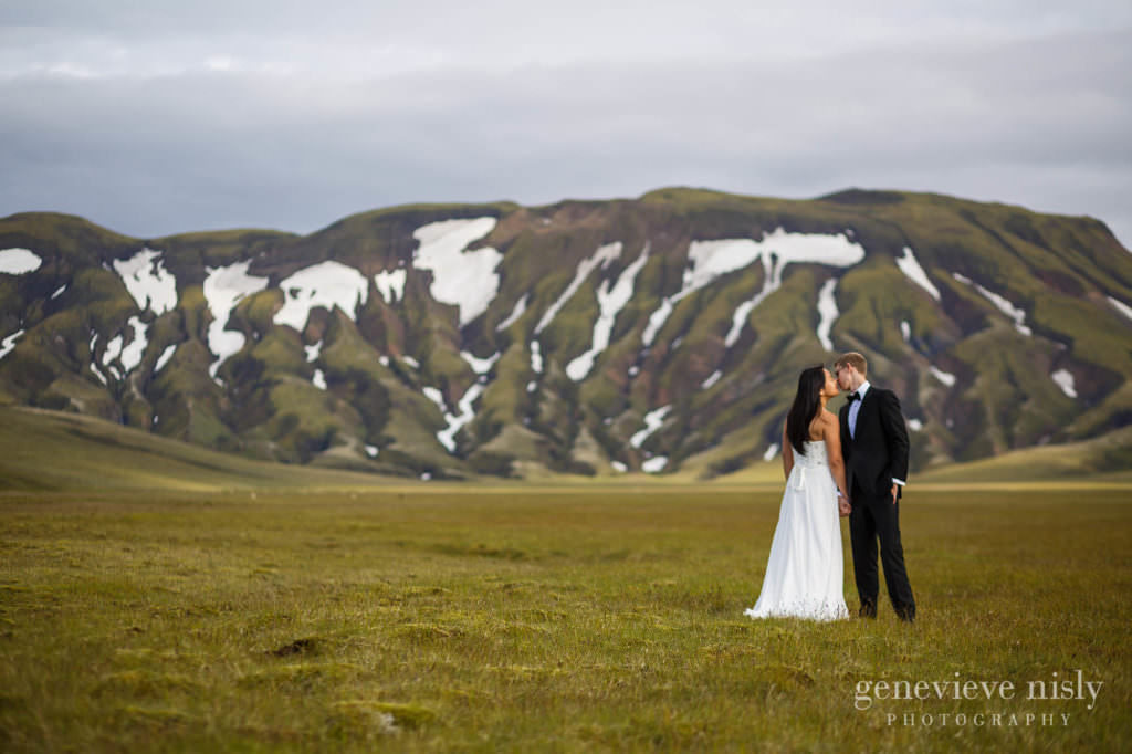 kathy-david-040-iceland-landmannalaugar-destination-wedding-photographer-genevieve-nisly-photography