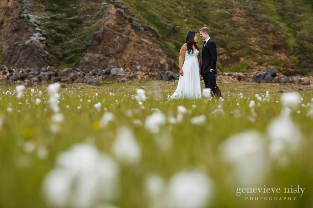 kathy-david-043-iceland-landmannalaugar-destination-wedding-photographer-genevieve-nisly-photography