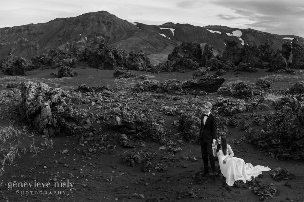 kathy-david-047-iceland-landmannalaugar-destination-wedding-photographer-genevieve-nisly-photography