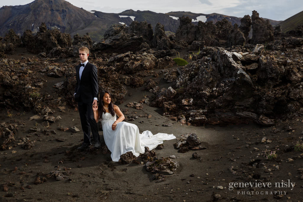 kathy-david-048-iceland-landmannalaugar-destination-wedding-photographer-genevieve-nisly-photography