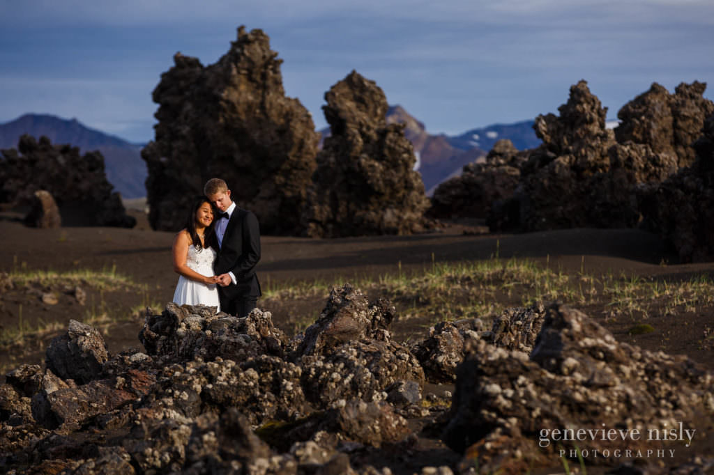 kathy-david-050-iceland-landmannalaugar-destination-wedding-photographer-genevieve-nisly-photography