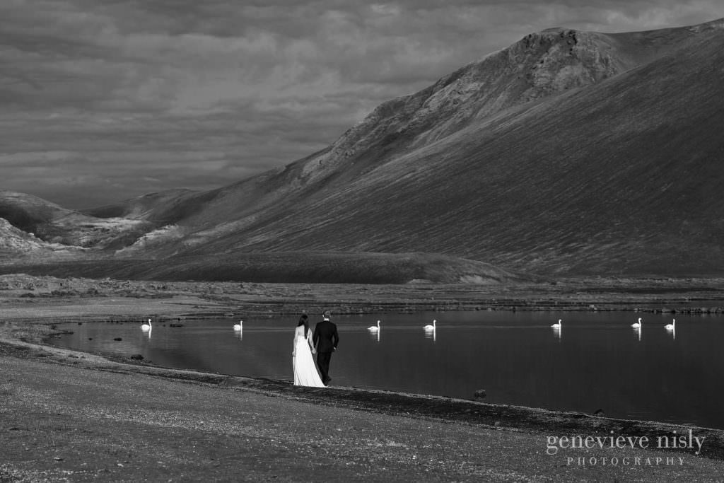 kathy-david-051-iceland-landmannalaugar-destination-wedding-photographer-genevieve-nisly-photography