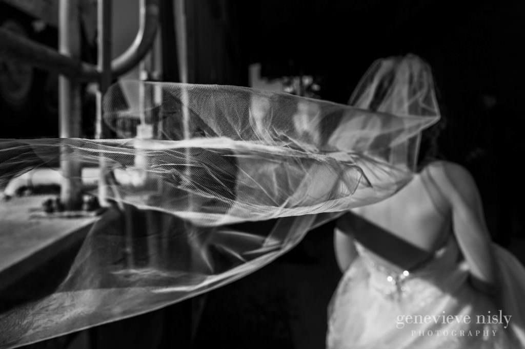 meghan-kyle-036-downtown-kent-wedding-photographer-genevieve-nisly-photography