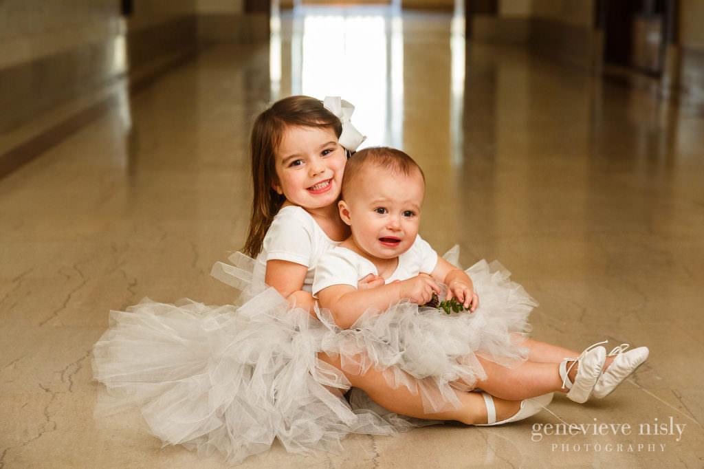 lauren-craig-044-city-hall-rotunda-cleveland-wedding-photographer-genevieve-nisly-photography