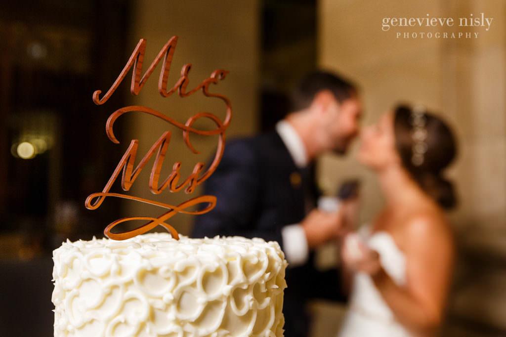 lauren-craig-045-city-hall-rotunda-cleveland-wedding-photographer-genevieve-nisly-photography