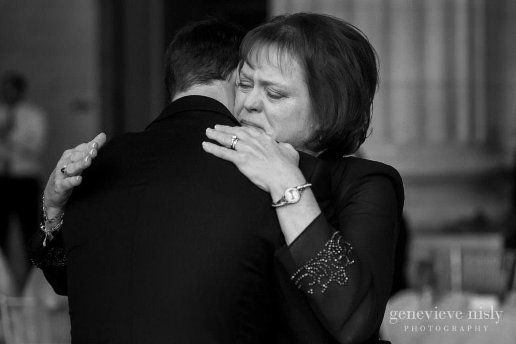 lauren-craig-050-city-hall-rotunda-cleveland-wedding-photographer-genevieve-nisly-photography