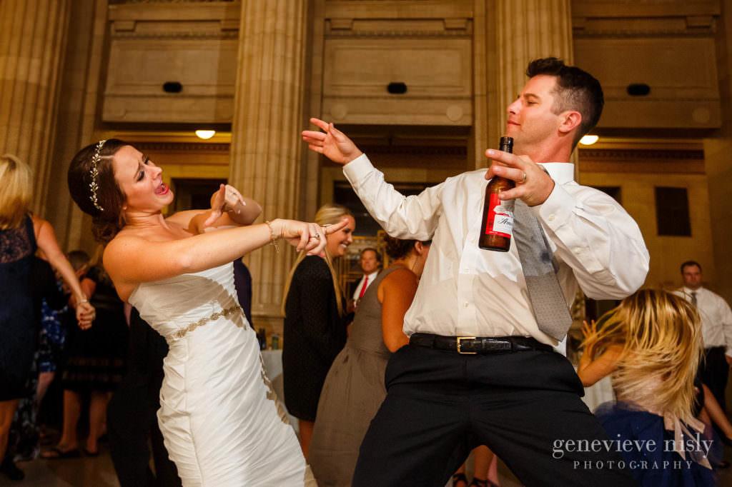 lauren-craig-055-city-hall-rotunda-cleveland-wedding-photographer-genevieve-nisly-photography