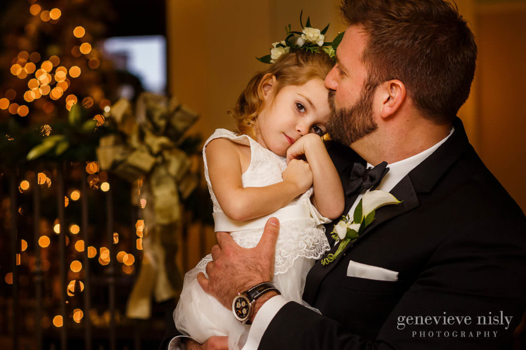 Groom kisses his niece on the forehead.