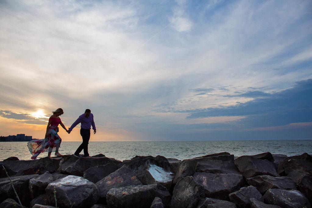 41-edgewater-park-engagement-photographer-genevieve-nisly-photography